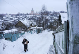 Woman goes through the old city of Smolensk in winter