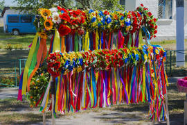Exhibition - sale of women's wreaths and colored ribbons